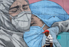 إحدى اللوحات الجدارية المتعلقة فيروس كورونا