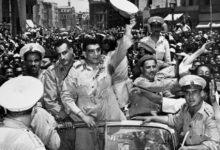 الضباط الأحرار وسط الجماهير بعد ثورة يوليو